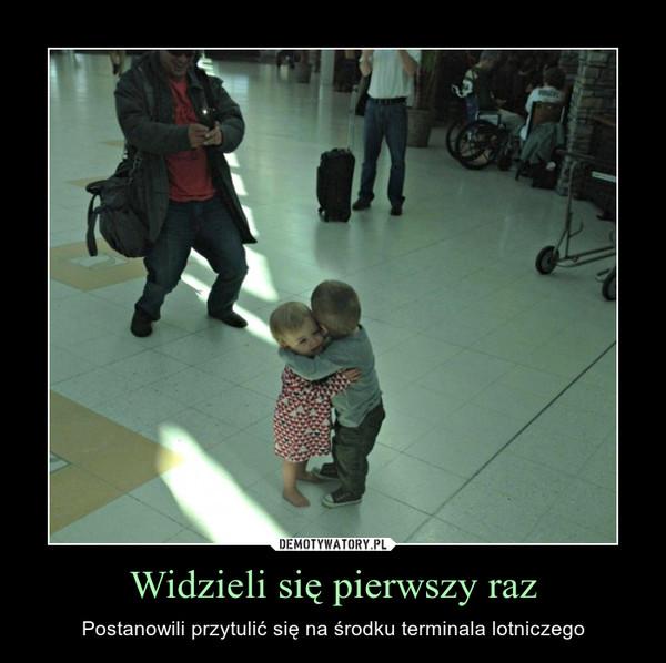 Widzieli się pierwszy raz – Postanowili przytulić się na środku terminala lotniczego