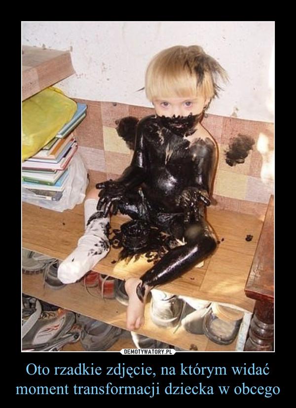 Oto rzadkie zdjęcie, na którym widać moment transformacji dziecka w obcego –