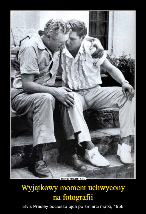 Wyjątkowy moment uchwyconyna fotografii – Elvis Presley pociesza ojca po śmierci matki, 1958