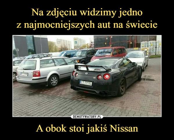 A obok stoi jakiś Nissan –