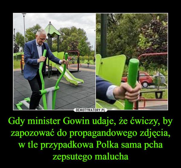 Gdy minister Gowin udaje, że ćwiczy, by zapozować do propagandowego zdjęcia, w tle przypadkowa Polka sama pcha zepsutego malucha –