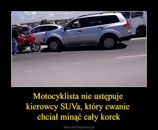 Motocyklista nie ustępuje kierowcy SUVa, który cwanie chciał minąć cały korek –