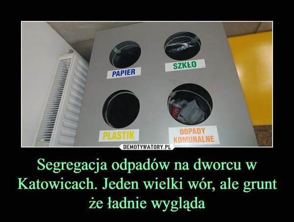 Segregacja odpadów na dworcu w Katowicach. Jeden wielki wór, ale grunt że ładnie wygląda –