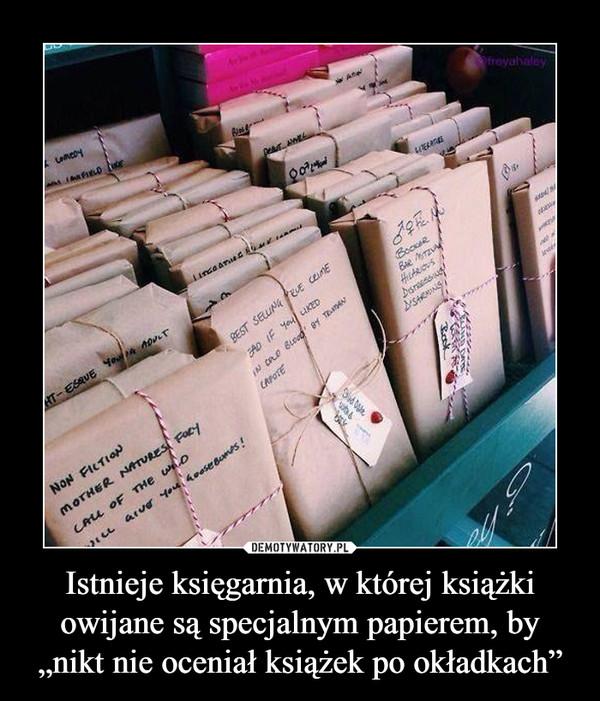 """Istnieje księgarnia, w której książki owijane są specjalnym papierem, by """"nikt nie oceniał książek po okładkach"""" –"""