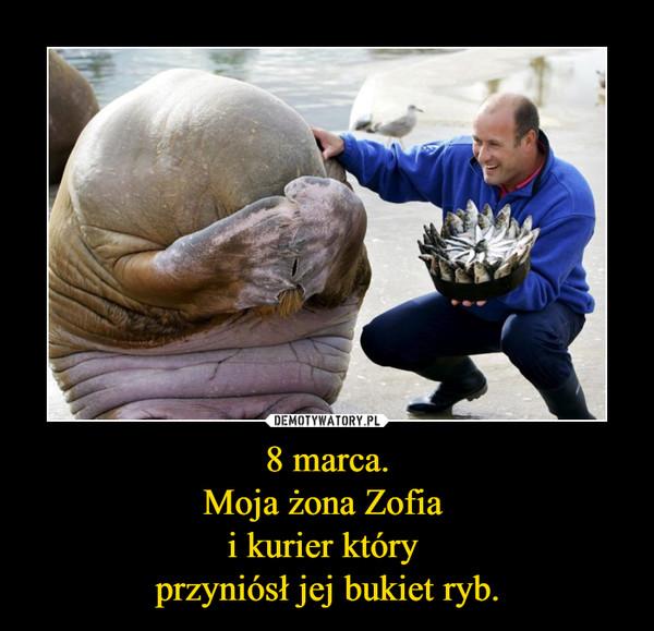 8 marca.Moja żona Zofia i kurier który przyniósł jej bukiet ryb. –