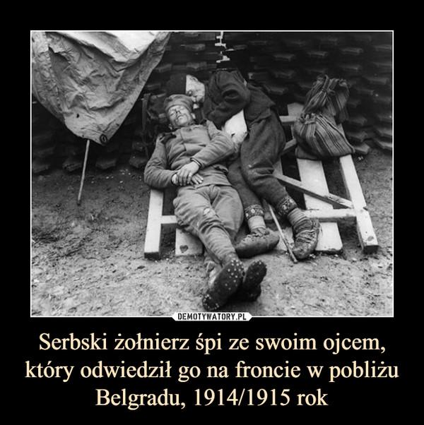 Serbski żołnierz śpi ze swoim ojcem, który odwiedził go na froncie w pobliżu Belgradu, 1914/1915 rok –