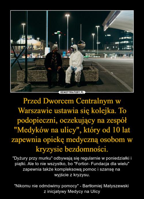 """Przed Dworcem Centralnym w Warszawie ustawia się kolejka. To podopieczni, oczekujący na zespół """"Medyków na ulicy"""", który od 10 lat zapewnia opiekę medyczną osobom w kryzysie bezdomności."""